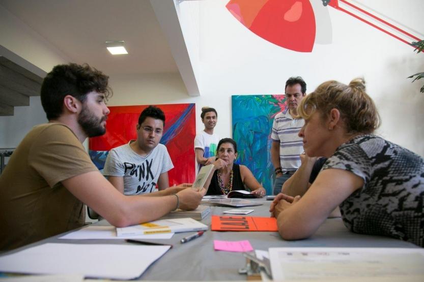Discussões sobre arte contemporânea